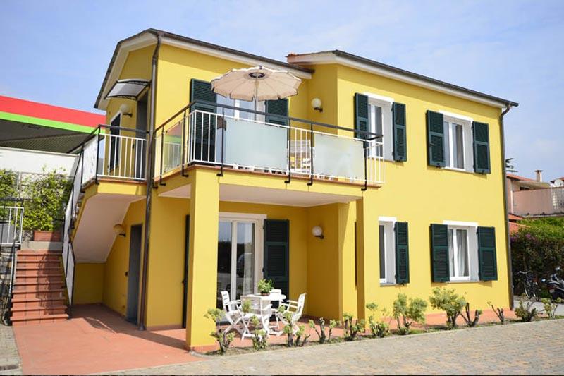 appartamenti a diano marina - vista casetta esterna