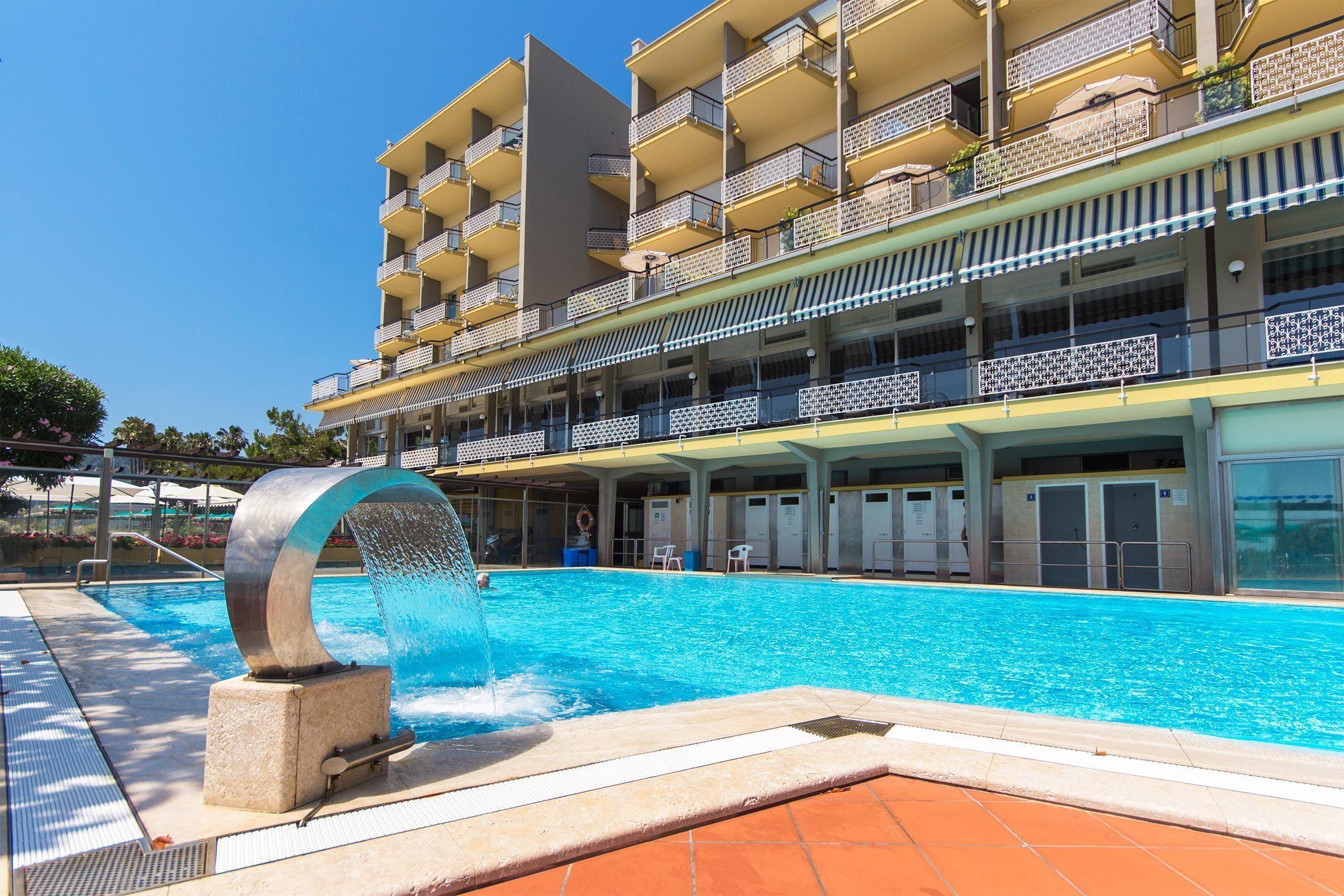 hotel con piscina a diano marina - piscina esterna