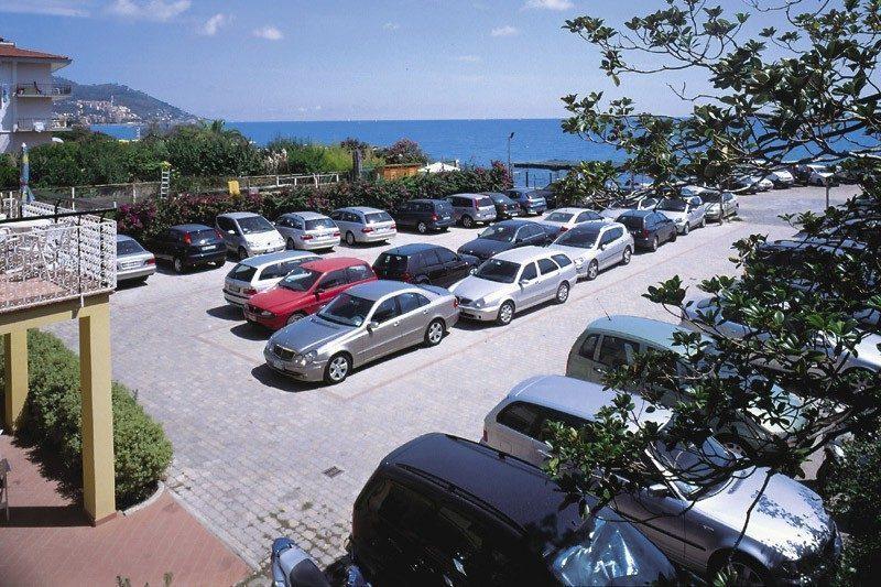 parcheggio a diano marina - parcheggio sul mare