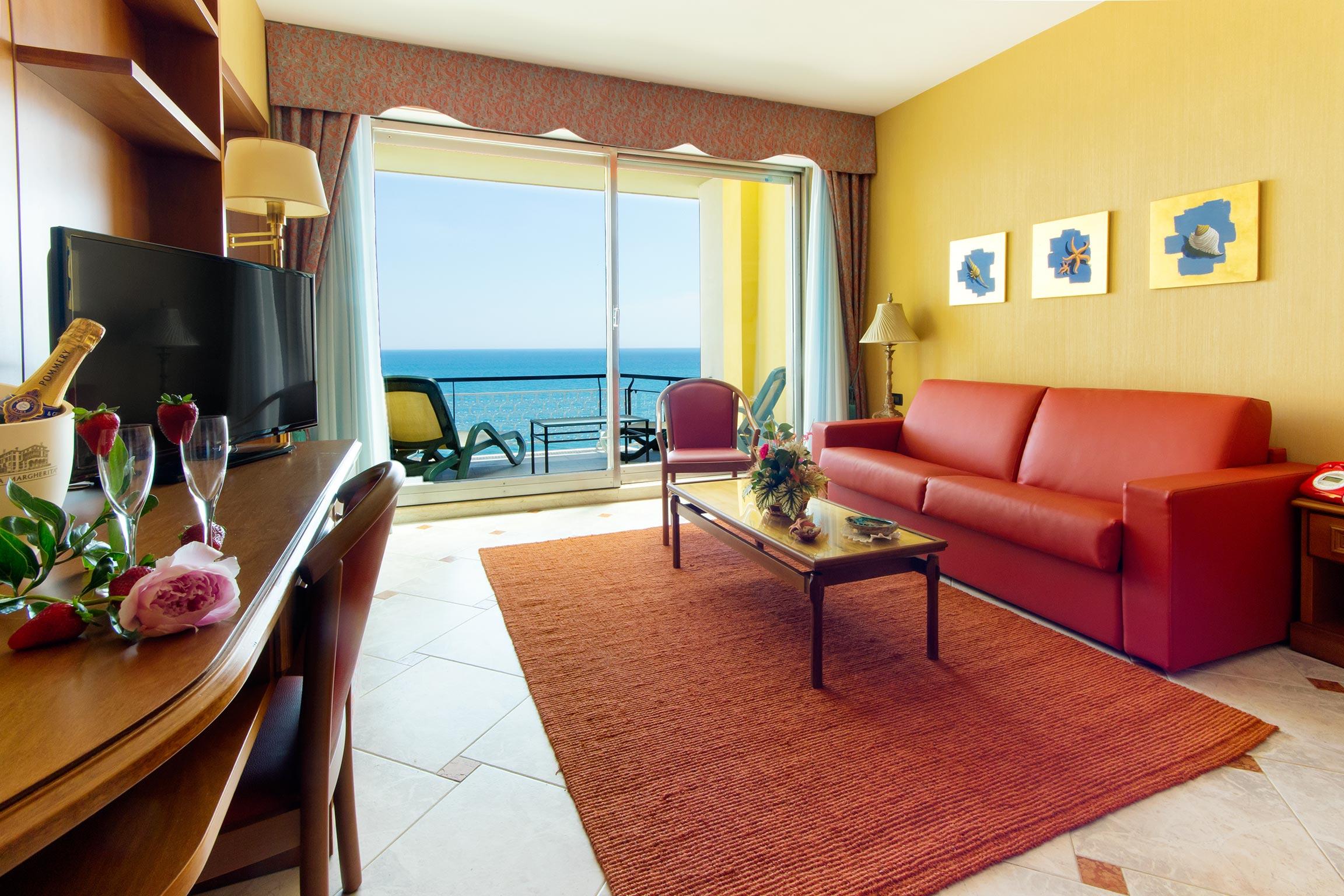 camere hotel diano marina - salotto della suite