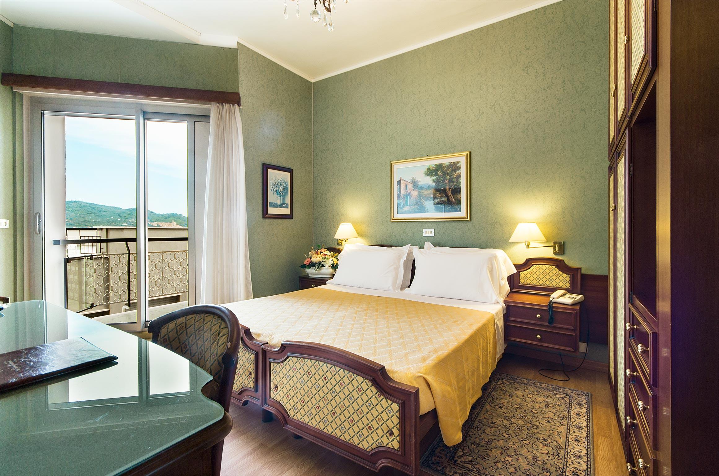 camere hotel diano marina - tripla vista mare laterale