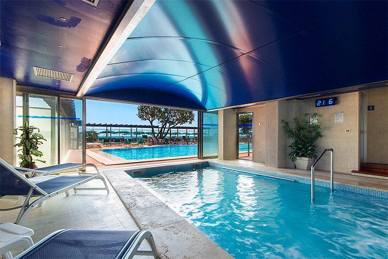 Vista della talasso e della piscina dall'interno